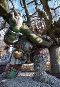 Seit März wohnt er in Grimms Märchenwald: Der Riese mit dem sich das tapfere Schneiderlein misst.