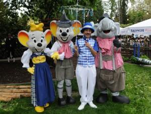 Freuen sich auf Weißwurst, Haxn und Hendl: Die Europa-Park Maskottchen feiern beim bayrisch-badischen Spektakel am 1. Mai kräftig mit