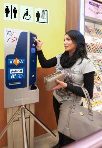 VEDA-Autohöfe wollen Toilettenbesuch belohnen: 50 Cent Gebühr - 70 Cent Rückvergütung