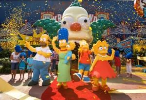 Die Simpsons-Familie als Charakter-Figuren im Freizeitpark