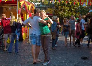Spanische Lebensfreude steckt an: Bei der Spanischen Feria sitzt keiner mehr still.