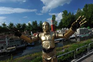 Alle Fans der weltbekannten Sternensaga STAR WARS™ können sich vom 30. Mai bis zum 2. Juni auf zahlreiche intergalaktische Aktionen im gesamten Park mit seinen acht Themenbereichen freuen.