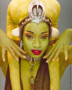 Das i-Tüpfelchen ist die tägliche Autogrammstunde mit einer echten STAR WARS Schauspielerin: Femi Taylor, die Jabba the Hutts Tänzerin Oola in STAR WARS Episode VI Die Rückkehr der Jedi Ritter™ spielte.
