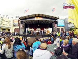 Übergabe des XXL TuberDay Banner auf der Bühne