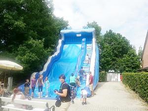 Die 10m hohe Riesenrutsche in Schloss Thurn ist nur kurze Zeit geöffnet!