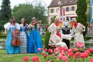 Ungarischer Tanz und Gesang im historischen Schlosspark Balthasar im Europa-Park