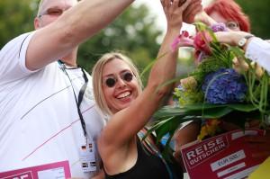 Die glücklichen Sieger der Handtaschen-Weitwurf Weltmeisterschaft (HTWWWM) aus dem Jahr 2012.