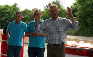Joachim Löwentahl (rechts) bei der Sky Spin Eröffnungs-Ansprache neben zwei Mitarbeitern