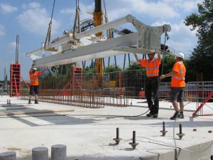 Der Aufbau vom Wing Coaster im Heide-Park hat am 22. Juli mit der ersten Schiene begonnen