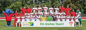Das Mannschaftsfoto des VfB Stuttgart entsteht als 32.000-Teile-Puzzle im Ravensburger Spieleland.