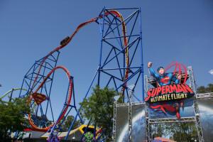 Das amerikanische Vorbild der neuen Holiday Park Achterbahn 2014: Superman Ultimate Flight.
