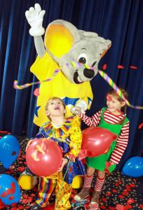 Die Euromaus ist schon in Party-Stimmung! (Foto: Europa-Park)