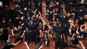 Heide-Park löste Flug der Dämonen-Flashmob im Hamburger Bahnhof aus
