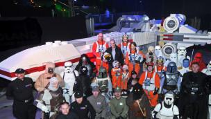 Star Wars-Schauspieler weiht X-Wing im Legoland Deutschland ein