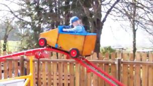 Video von der kleinsten Achterbahn der Welt im Erlebnispark Steinau