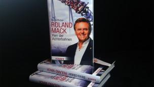 Biografie des Europa-Park-Gründers Roland Mack auf Englisch und Französisch erschienen