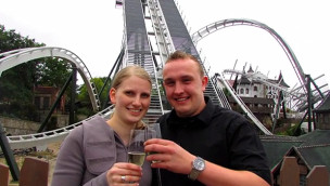 Heiratsantrag im Heide-Park auf Flug der Dämonen Achterbahn