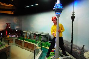 Der Rheinturm aus LEGO ist eines der neuesten Modelle in Oberhausen. (Foto: LEGOLAND Discovery Centre Oberhausen)