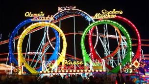Olympia Looping Achterbahn bei Nacht