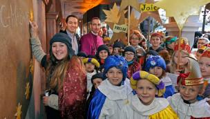100 Kinder überbringen 2015 als Sternsinger Segen im Europa-Park
