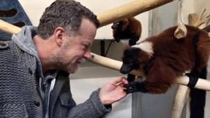 Zoom Erlebniswelt – Jenke von Wilmsdorff zieht 24 Stunden lang ins Affengehege und wirbt für Organspende