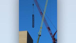 KÄRNAN – erste Schienen fliegen in den Turm der neuen Hansa-Park Achterbahn (Baustellenbilder)