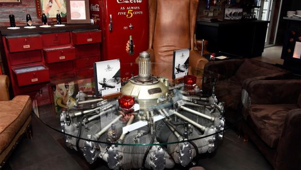 Sternmotor ANTONOV 2 als Bartisch im Europa-Park