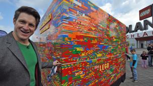 Matthias Steiner vollendet größten LEGO Stein der Welt im LEGOLAND Deutschland