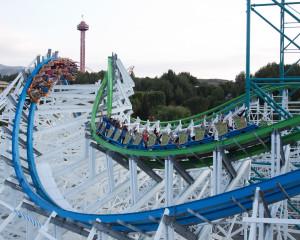 "Aufnahme des ""High Five"" Elements  bei Twisted Colossus (Foto: Six Flags Magic Mountain)"