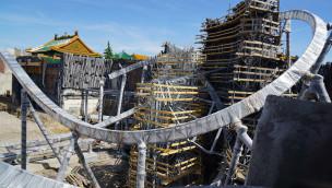 """Achterbahn TARON im Phantasialand entsteht: Fortschritt der Baustelle """"Klugheim"""" im Juni 2015"""