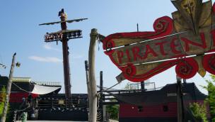"""Der Mini-Free-Fall-Tower in der Piratenbucht von Belantis: """"Capt'n Blacks Piratentaufe"""". (Foto: Thomas Frank, Parkerlebnis.de)"""