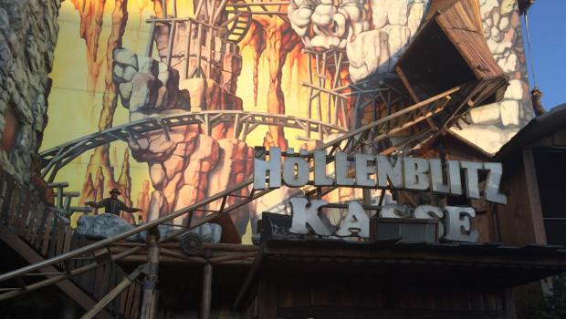Höllenblitz-Achterbahn auf dem Sommerdom 2015