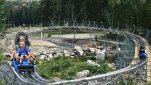 Neue Sommerrodelbahn am Ochsenkopf eröffnet: Alpine Coaster mit 1 Kilometer langer Talfahrt