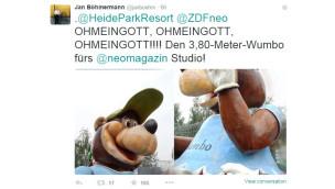 """Jan Böhmermann holt sich Heide Park-Maskottchen """"Wumbo"""" ins NEO MAGAZIN ROYALE-Studio"""