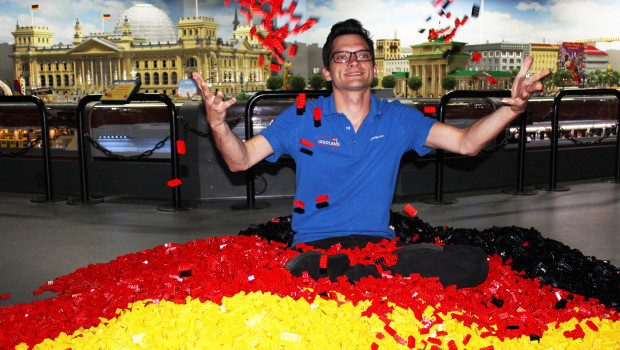 Größte Deutschland-Flagge aus LEGO 2015