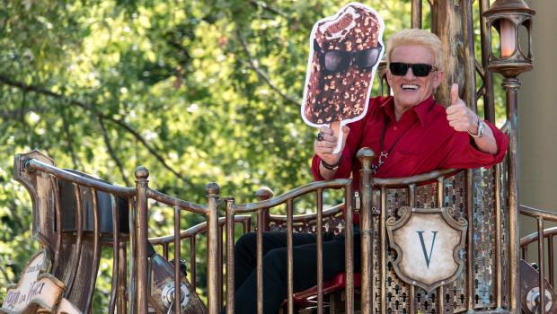 Heino beim 80. Geburtstag von Langnese im Europa-Park