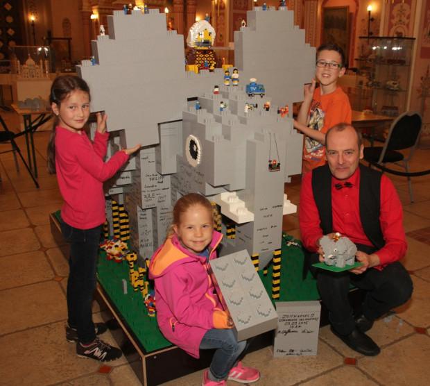 LEGO-Elefant im Erlebnis-Zoo Hannover 2015