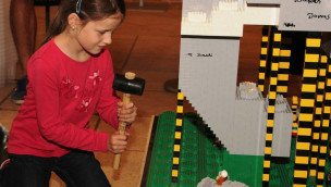 Erlebnis-Zoo Hannover – LEGO-Elefant aus 100.000 Steinen fertiggestellt