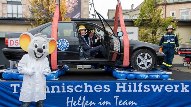 Auto auf Luftballons - Science Days 2015 im Europa-Park