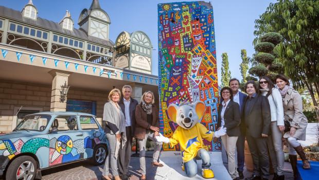 Europa-Park mit Rizzi-Kunstwerk zu 25 Jahre Deutsche Einheit 2015