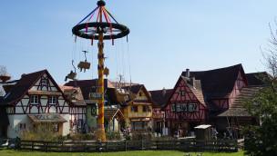 Maibaum im Erlebnispark Tripsdrill