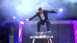 Phantasialand-Artist schafft neuen Deep Squats-Weltrekord auf einem Balance Board