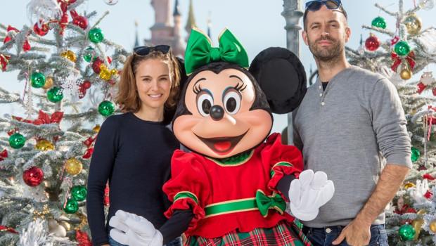 Natalie Portman im Disneyland Paris im Winter 2015/16