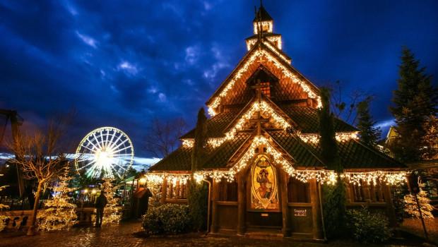 Stabkirche im Europa-Park im Advent