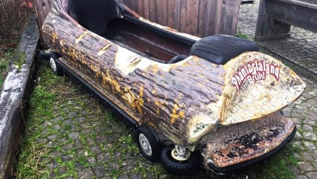 Altes Phantasialand Wildwasserbahn-Boot zum Verkauf