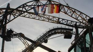 """""""Lost Gravity"""" in Walibi Holland ist komplett: Schienenschluss bei neuer Achterbahn"""