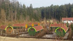 LEGOLAND Deutschland erweitert Feriendorf 2016 mit 25 neuen Campingfässern