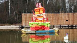 Holiday Park zeigt 2016 neue Wasserski-Show mit riesiger Geburtstagstorte zum 45. Jubiläum