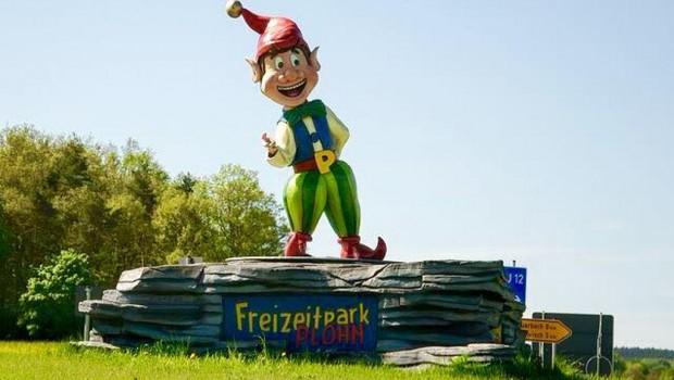 Plohni Statue - Zufahrt zum Freizeitpark Plohn