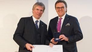 Karlsruher Institut für Technologie ernennt Europa-Park-Chef Roland Mack zum Ehrenbürger